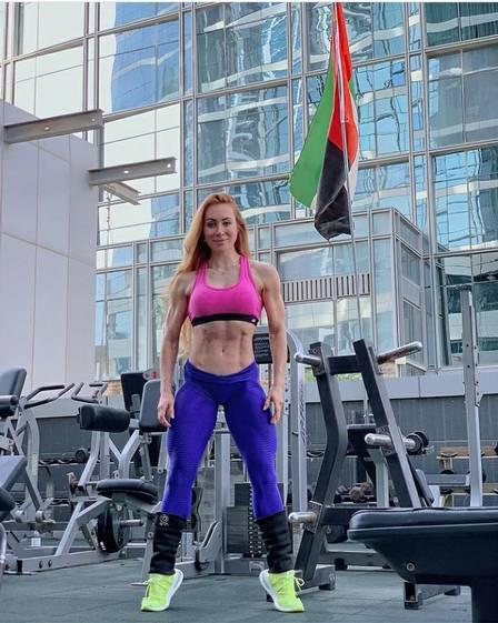 Maior rejeitada do 'BBB 14', Aline Dahlen se torna campeã de fisiculturismo em Dubai