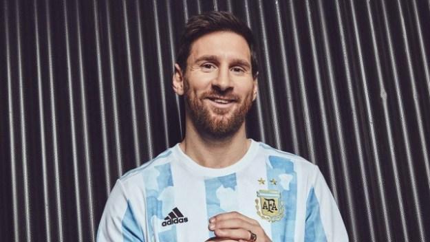 Messi é modelo de lançamento da nova camisa da Argentina