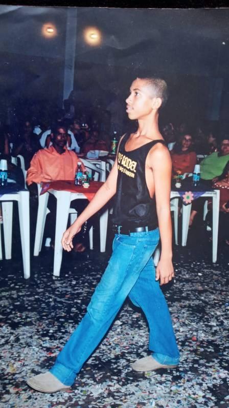 Gil, do 'BBB 21', quis ser modelo para família não passar fome e conseguir  afeto do pai, que o rejeitou por 'não ser preto' - Famosos - Extra Online