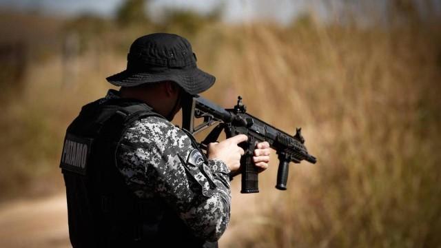 Cerca de 300 agentes das forças de segurança das policias militar, civil e federal de Goiás e do Distrito Federal continuam no encalço do...
