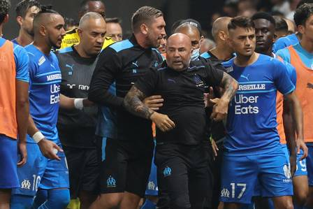 Confusion in Nice has an exchange of aggression between fans and players