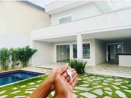 Mc Poze lives in a luxury condominium in Recreio