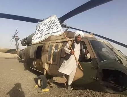 Taliban tries to ride in American helicopter in Kandahar