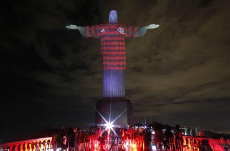 Copa Libertadores da América - Final - Cristo Redentor veste a camisa do Flamengo