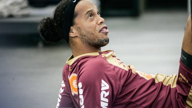 Contratado há apenas 69 dias pelo Atlético-MG, Ronaldinho já leva puxão de orelha do presidente Kalil