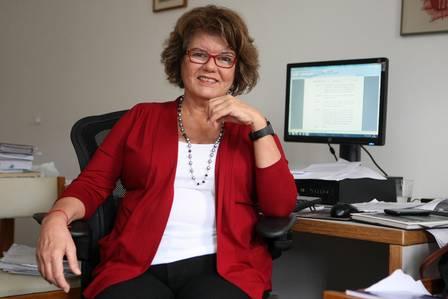 A autora Elizabeth Jhin