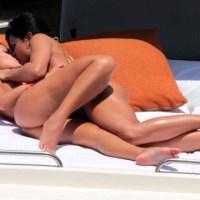 Miss Bumbum Andressa Urach e Camila Vernaglia são pegas se beijando