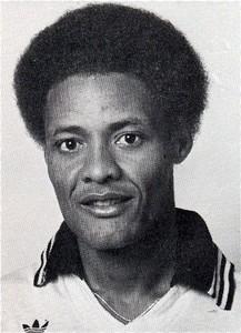 Ernst Jean-Joseph nos tempos de zagueiro no Haiti.