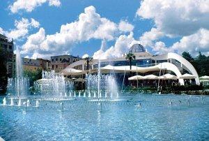 Huvittelukeskus Taiwan on Tiranan keskustassa oleva suosittu illanviettopaikka.