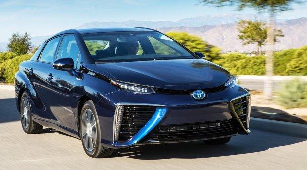 Toyota Mirai on maailman ensimmäinen sarjavalmisteinen polttokennosedan. Mirai esiteltiin ensimmäisen kerraan Euroopassa Geneven autonäyttelyssä kuluvan vuoden maaliskuussa, ja nyt se lanseerataan myyntiin Euroopan markkinoille. Japanin markkinoille Mirai lanseerattiin jo viime vuoden joulukuussa.