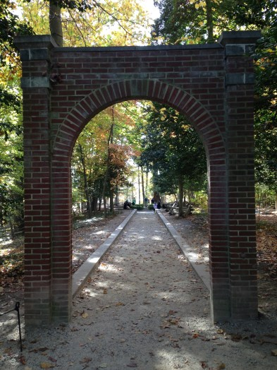 The path leading to the monument to the slaves on the grounds.