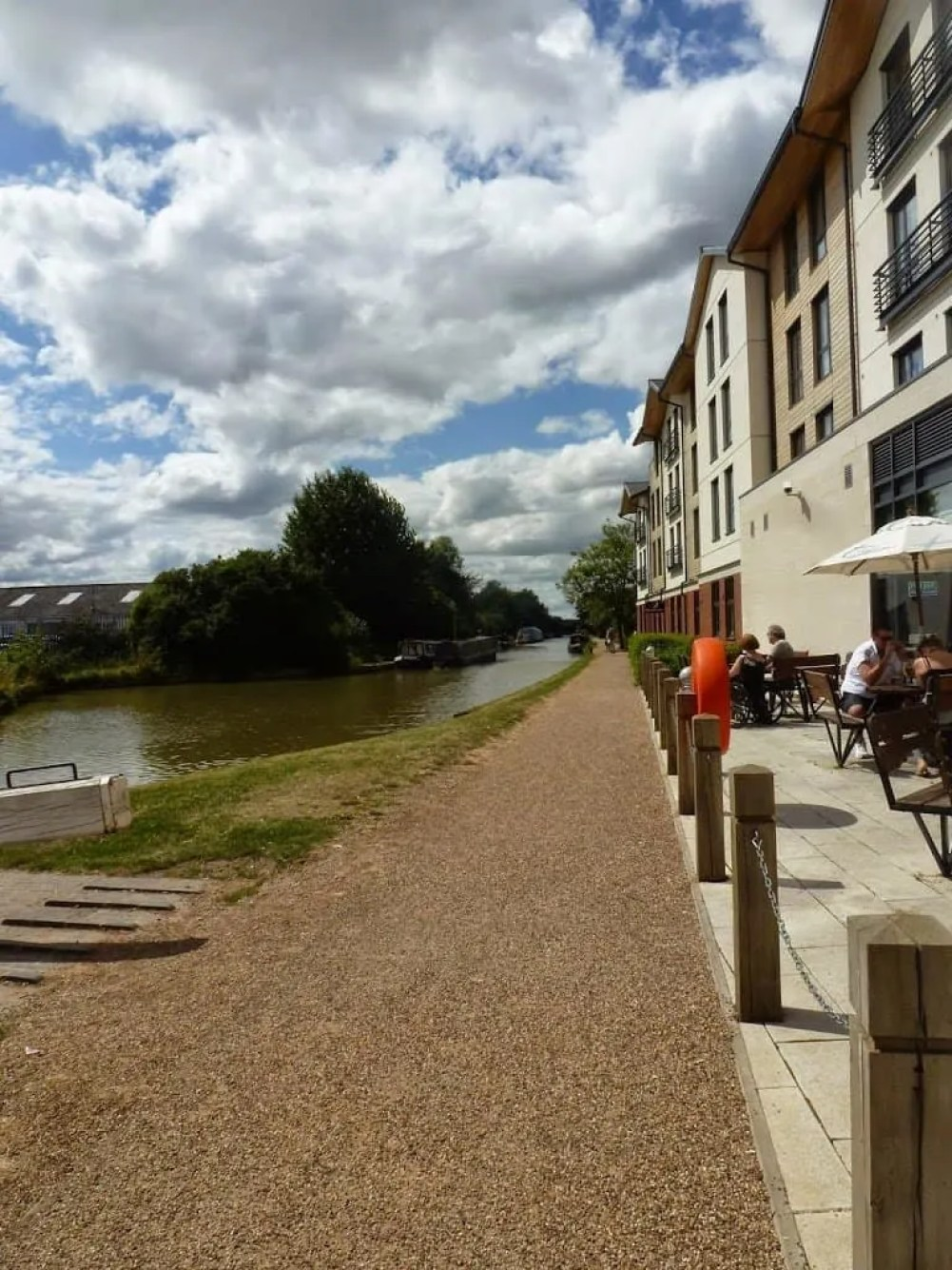 Premier Inn Waterway's Hotel is a great budget hotel in Stratford-Upon-Avon in the perfect location. A wonderful base 5-10 minutes from Stratford-Upon-Avon town centre which is great for family trips and holidays.
