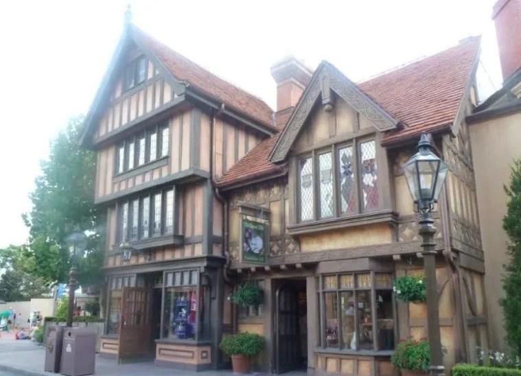 Visiting England at Epcot www.extraordinarychaos.com
