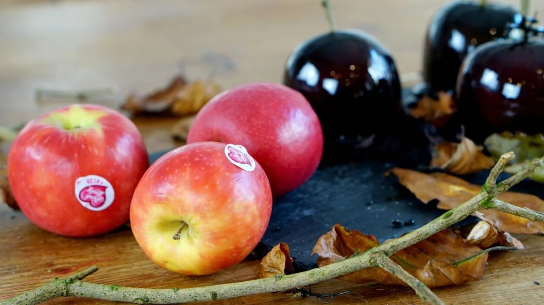 Halloween Recipes with apples www.extraordinarychaos.com