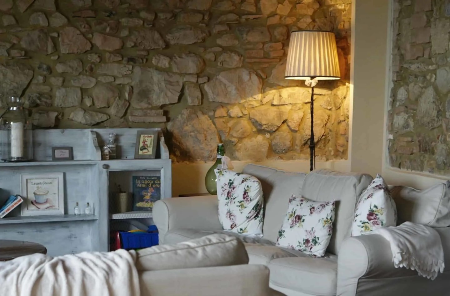 Cozy lounge at large Villa in Tuscany wwww.extraordinarychaos.com