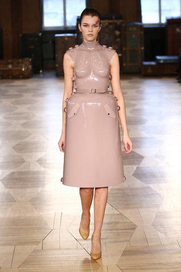 aw-2016_mercedes-benz-fashion-week-berlin_de_0001_marina-hoermanseder_62106_fashionshow_article_portrait
