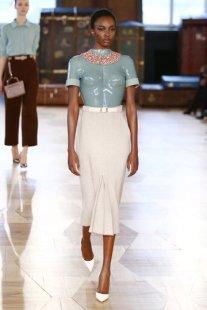 aw-2016_mercedes-benz-fashion-week-berlin_de_0015_marina-hoermanseder_62091_fashionshow_article_portrait