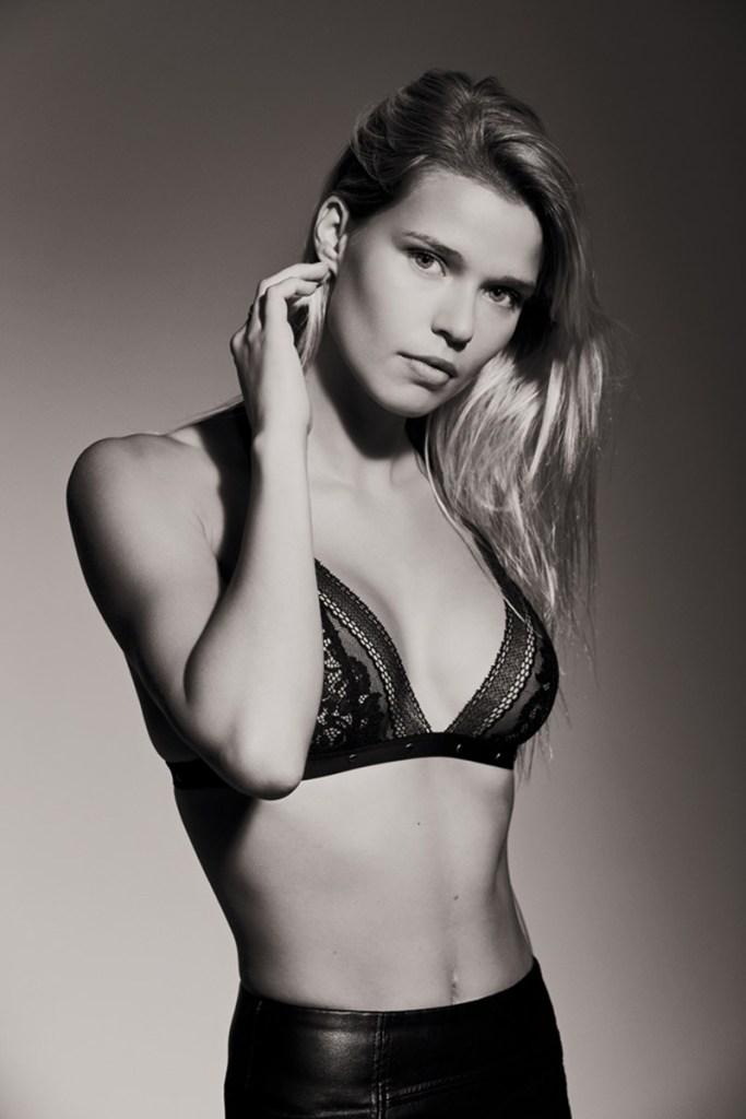 Angelina Laurent noir et blanc lith close