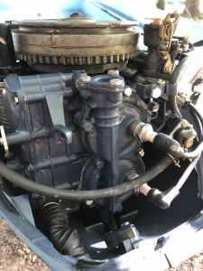 1971 9.5hp Evinrude engine Power Head