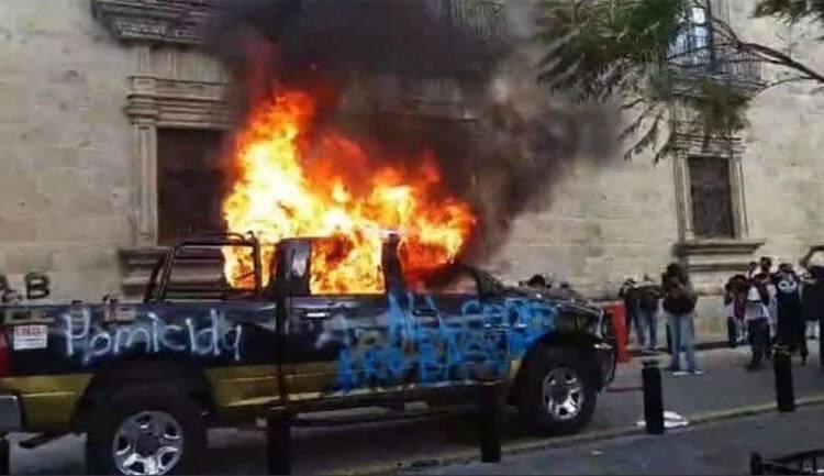 Giovanni López: Manifestantes incendiaron patrullas y vandalizaron el palacio de Gobierno
