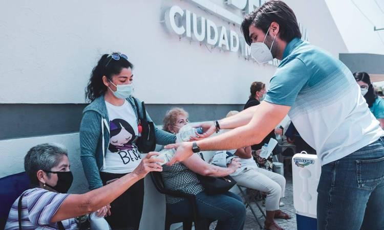 La Jaiba Brava hidrató la jornada de vacunación contra el COVID-19