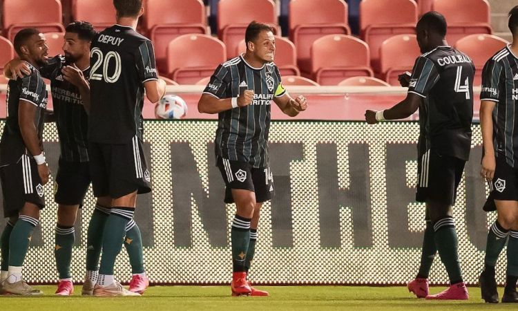 Chicharito y Efraín Álvarez le dieron dramático triunfo al Galaxy sobre Vancouver