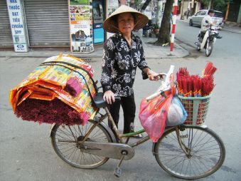 Vendedora en bici, Vietnam