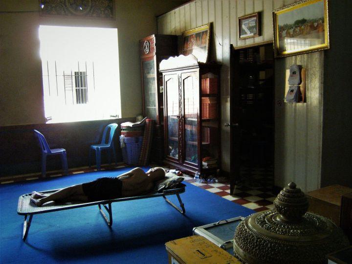 Monje durmiendo, Phnom pehn