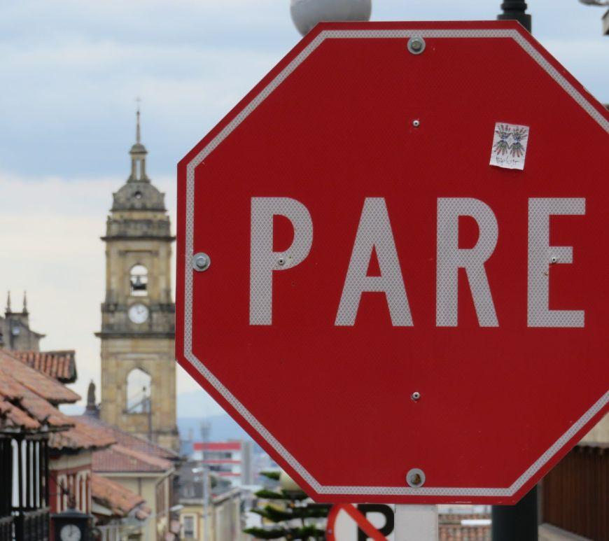 Señal de Pare en Bogotá, Colombia