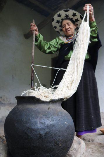 Sumergiendo la madeja