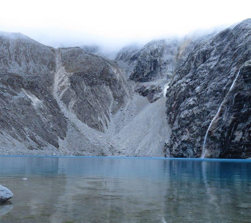 Laguna 69 bajo la niebla