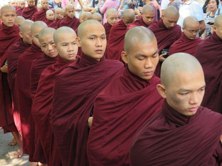 Mandalay, Monasterio Mahar Gan Dar Yon