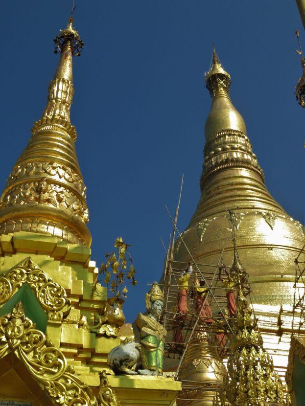Trabajos de restauración en la pagoda Shwedagon