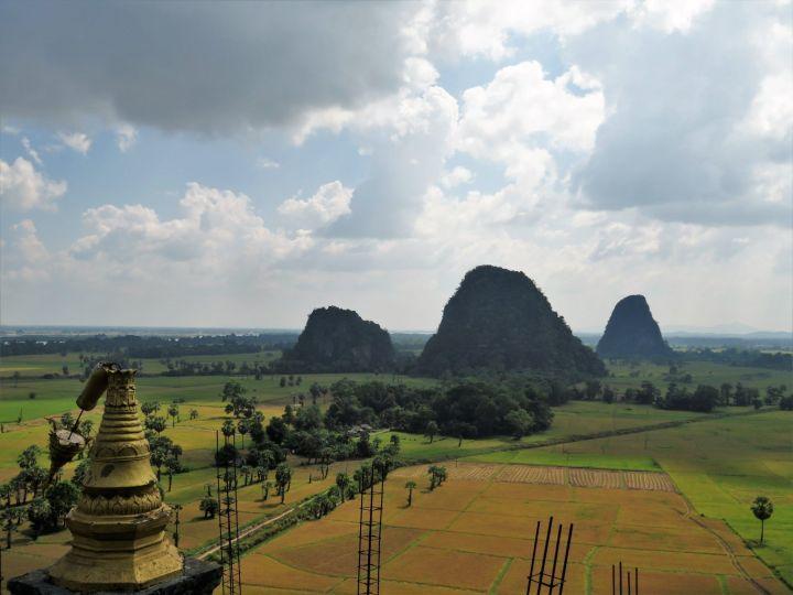 Vistas desde edificio del monasterio Kawgoon Cave