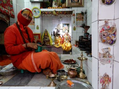 Shadvi en pequeño templo, Benarés, Varanasi