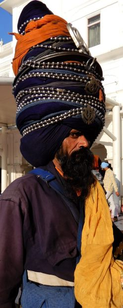 Peregrino gran turbante, Templo Dorado Golden Temple, Amritsar, India