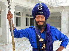 Guardia con lanza, Templo Dorado Golden Temple, Amritsar, India