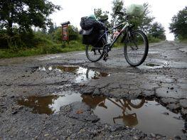 Carretera con baches, Ucrania