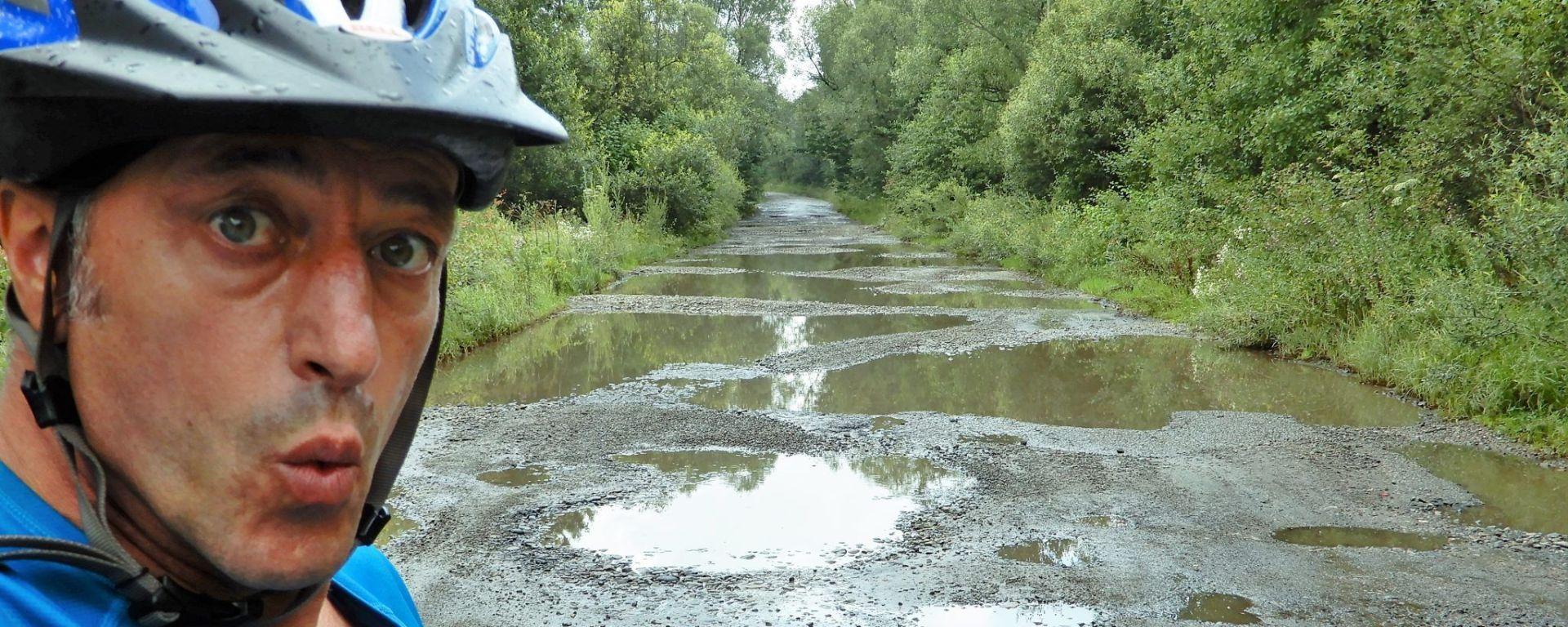 Carretera en malas condiciones, Ucrania