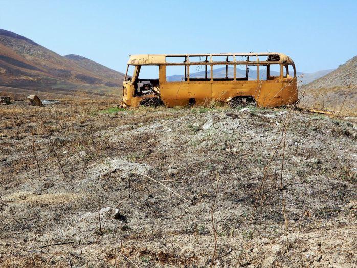 NAGORNO-KARABAJ, Autobús abandonado cerca de Martakert