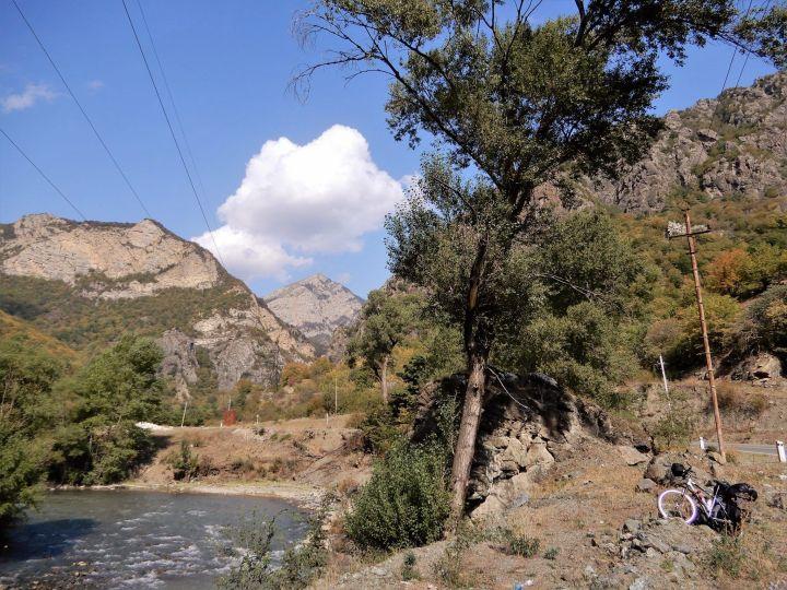 PEDALEANDO ALTO KARABAJ, Valle del río Tartar
