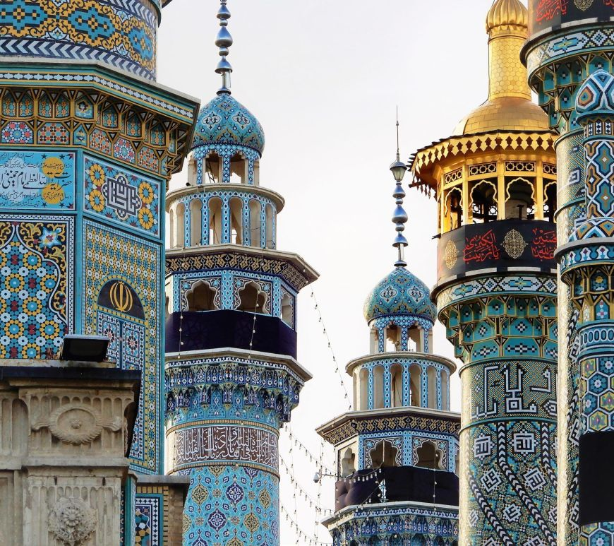 Minaretes en Santuario Fatemeh Maasoume Shrine, Qom, Iran