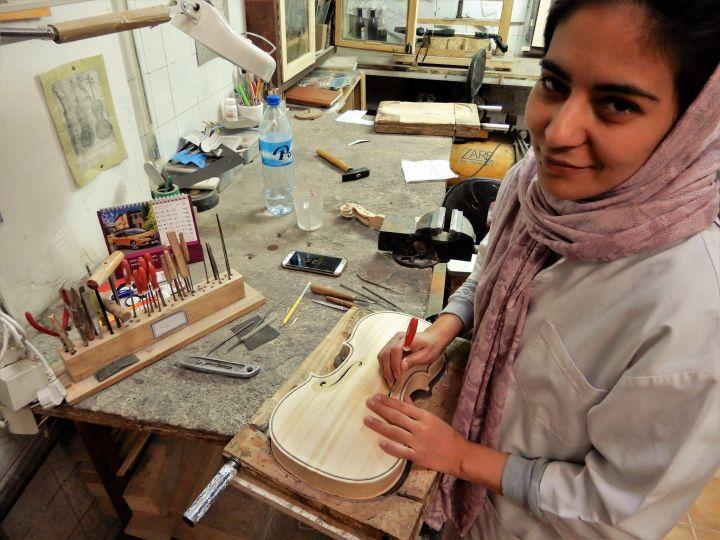 Luthier de violines, Yazd, Iran