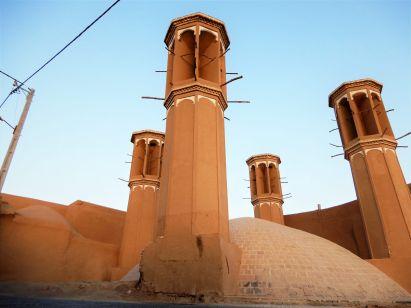 Torrres de viento refrigeran depósito de agua, Yazd, Iran