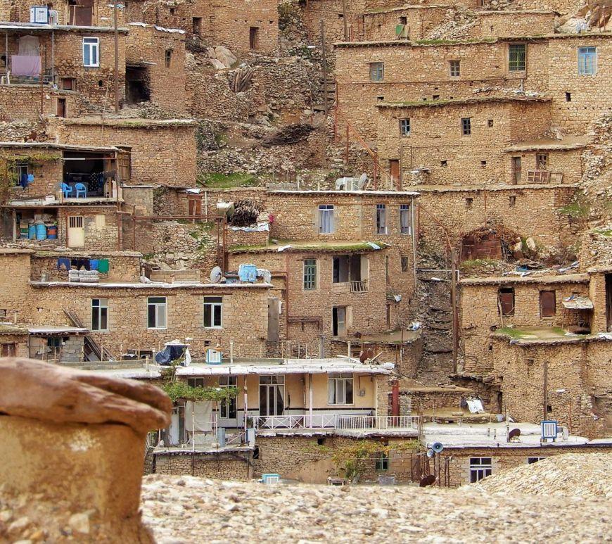 Mujer kurda terraza Palangan