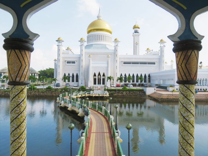 Mezquita del Sultán Omar Ali SaifuddinBandar Seri Begawan, Brunéi
