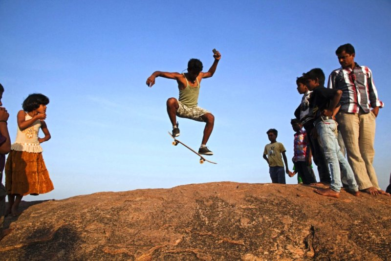 Skateboarding tour through Bangalore, Hampi and Goa with 50 skaters from all over the world