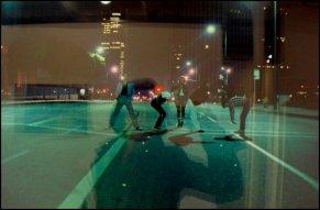 "Reflets dans la photographie :ASCO, 1975, Photographie couleur de Harry Gamboa Jr., ""Willie F Herron III, Humberto Sandoval, Patssi Valdez, Gronk, Harry Gamboa Jr."""