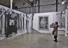 Martière grise, 2014 et Pierre-François, 2014 - fusain et mine de graphite sur papier - Courtesy Galerie Eva Hober, Paris - (G) Au Village Jérôme Zonder - Le Lieu Unique à Nantes - 11 avril 2014