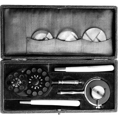 Straub ophthalmoscope set from Alfred Schett's The Ophthalmoscope